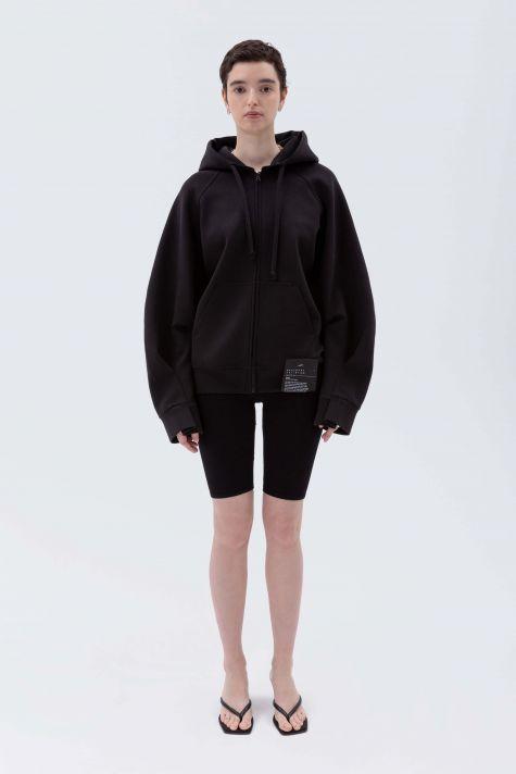 Zipped sweatshirt with wide sleeves
